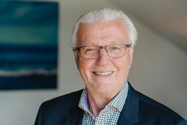 Dr. Helmut Wolf